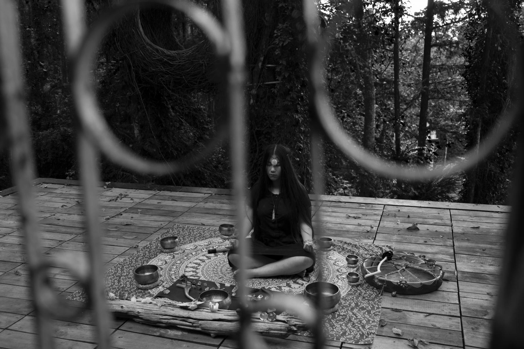 04_Impression of Anunnaki- praying